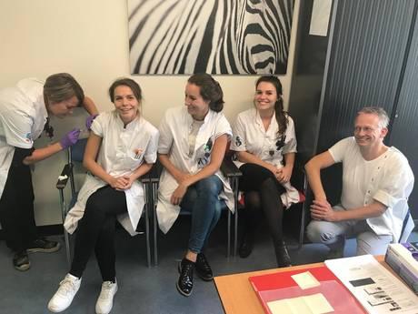 Albert Schweitzer ziekenhuis promoot griepprik bij personeel