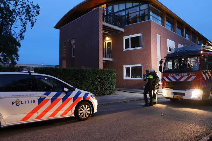 Hulpdiensten bij een ggz-instelling aan de Borniastraat in Leeuwarden.