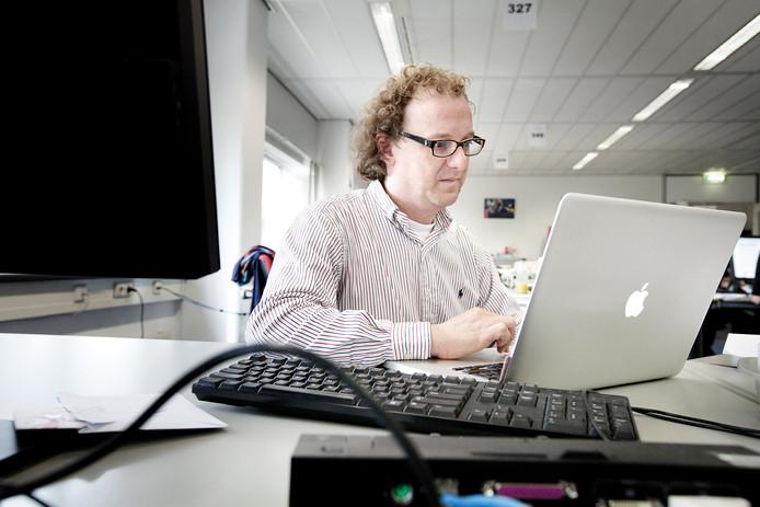 Brenno de Winter, expert in het hacken van computers, doet nu ook onderzoek naar wat er is gebeurd in Lochem.