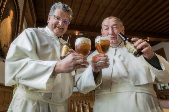 Bierbrouwer Karel Stautemas en confrater Stefaan Verstraeten klonken enkele maanden geleden op het startschot van de microbrouwerij