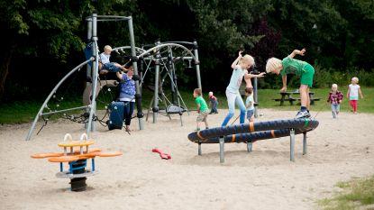 Zes gemeenten maken speeltuinen en sportterreinen rookvrij: kinderen mogen geen sigaret meer zien