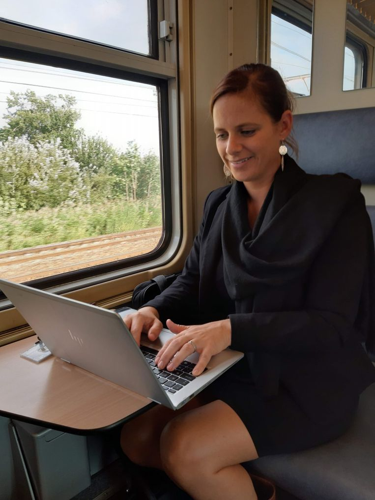Pendelen naar het werk wordt volgens Verhaert nog interessanter als de laptop ook in de trein online kan