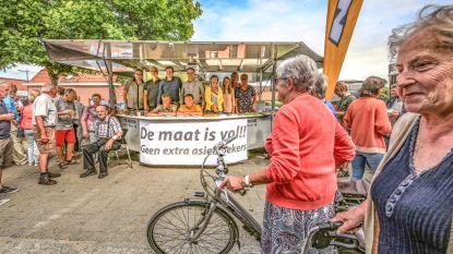 N-VA toont marktbezoekers dat ze geen extra asielzoekers wil