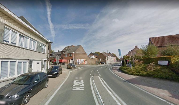 De Brusselsestraat blijft deze week volledig versperd ter hoogte van het kruispunt met de Schapenstraat.