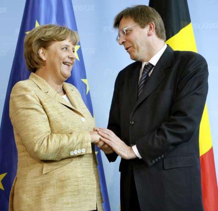 De bondskanselier viel in het verleden, zoals hier met Verhofstadt, vooral op met haar tuttige mantelpakjes.