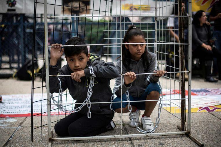 Kinderen nemen deel aan een protest tegen het Amerikaanse migratiebeleid in Mexico-stad.