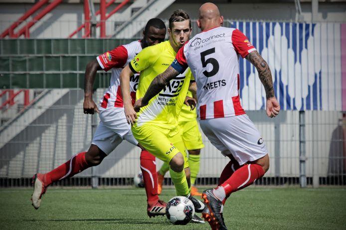 Ruen de Jager (midden, op archieffoto) maakte in Izegem het enige doelpunt.