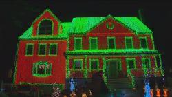 VIDEO. Man bedekt huis met 130.000 kerstlichtjes