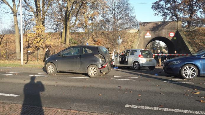 De beschadigde auto's na het ongeluk in Rhenen