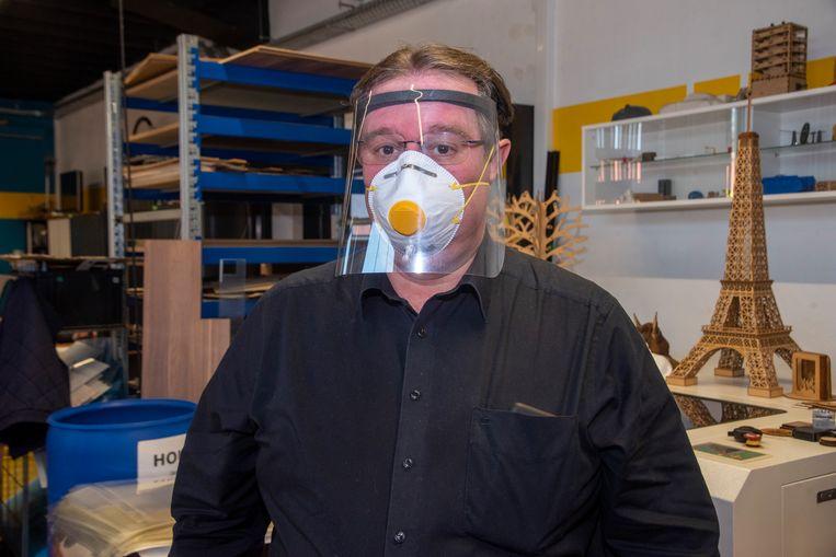 Het masker biedt extra bescherming voor het verzorgend personeel.