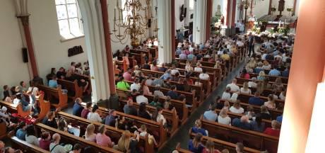 De Mariakerk in Tilburg bomvol met Pasen: Polen zegenen hun paasmandjes