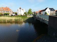 Baldadige actie in Middelburg: acht fietsen aan een brug
