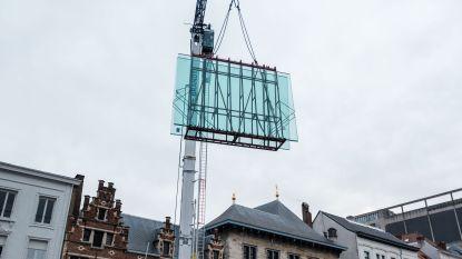 Huzarenstukje aan Rubenshuis: nieuwe glasluifel  zweeft twaalf meter boven de grond