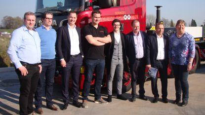Viceminister Alexander De Croo (Open Vld) bezoekt Zeels machinetransportbedrijf