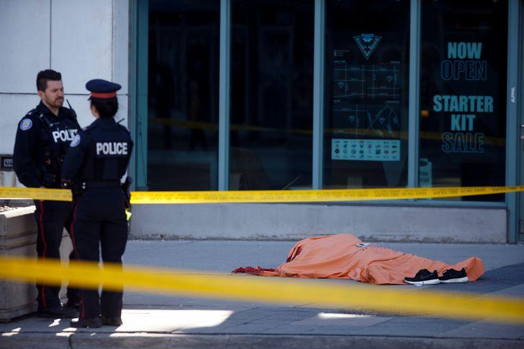 Een van de tien doden die maandag vielen tijdens de dodemansrit van Alek Minassian. Beeld Getty Images