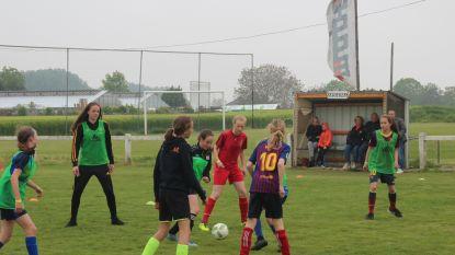 Red Flame Tine De Caigny shot mee tijdens FootFestival voor balvaardige meisjes