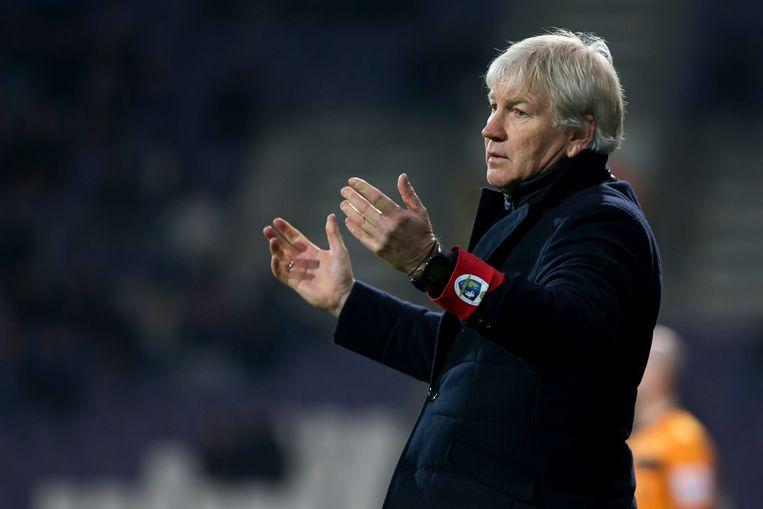Marc Brys slaat vertwijfeld de handen ten hemel. De coach van Beerschot-Wilrijk zag zijn team in de slotfase een 2-0-voorsprong te grabbel gooien.