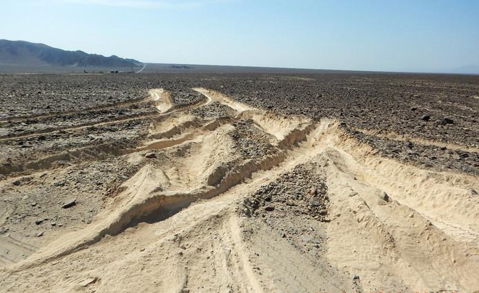 Een foto van de sporen die dit weekend dwars door de Nazcalijnen zijn gemaakt.
