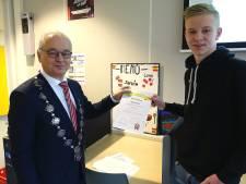 Robin Slump krijgt jeugdlintje Hardenberg voor zijn inzet voor goede doelen