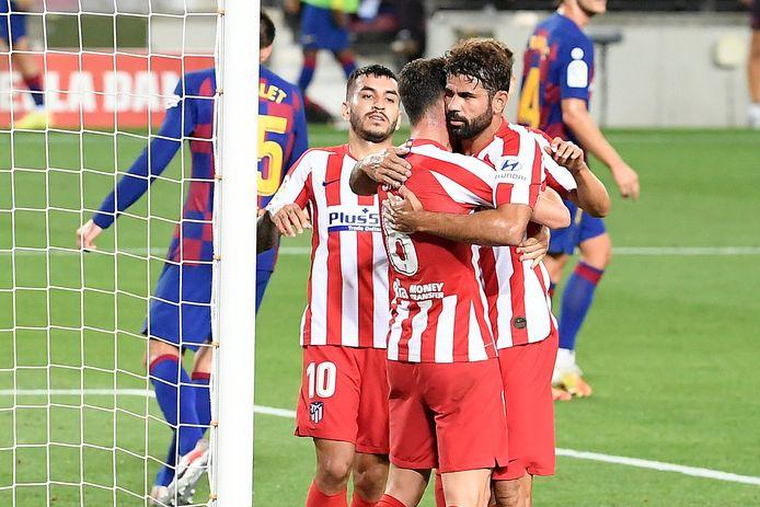Atlético Madrid viert een goal tegen Barcelona.