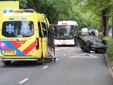 Auto slaat over de kop op Vreeswijkstraat, twee gewonden
