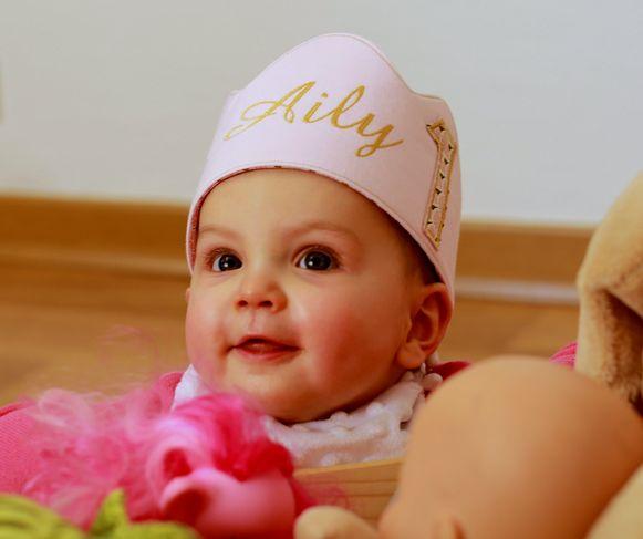 Aily met haar eerste verjaardag.