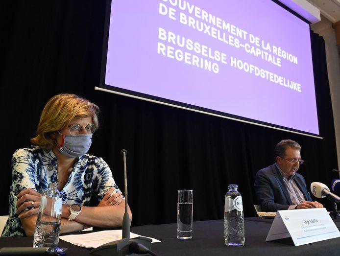 Inge Neven, hoofd van de Brusselse Gezondheidsinspectie, en Brussels minister-president Rudi Vervoort.