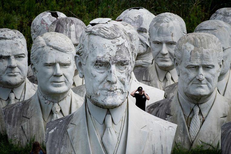 Deze bustes waren ooit de hoofdattractie van Presidents Park in de Amerikaanse staat Virginia.  Ze werden gemaakt door David Adickes die inspiratie opdeed, toen hij langs het monumentale Mount Rushmore reed. Het park ging in 2010 failliet, waarna de beelden in een privé-opslag belandden.  Beeld AFP