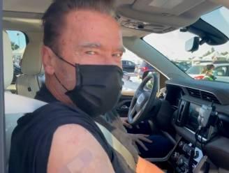 """Arnold Schwarzenegger krijgt vaccin: """"Volg mij als je wil overleven"""""""