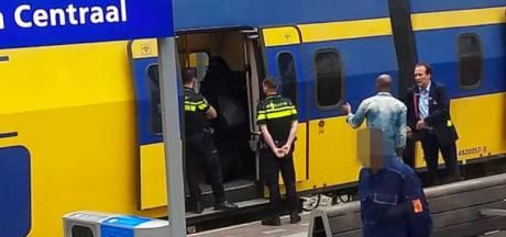 NS-conducteur aan schandpaal genageld door groep 'Tegen Boerkaverbod'