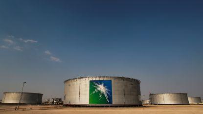 China vult reserves aan met goedkope olie
