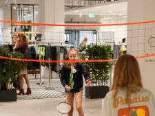 Shoppen en sporten in nieuwe Bossche winkel: rackets en shuttle bij de kassa