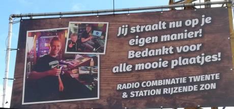 Hoge zendmasten en een hartje als eerbetoon aan  verongelukte Remco (20) uit Haaksbergen
