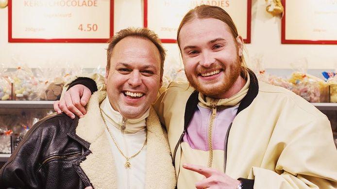 Volkszanger Frans Bauer (46) en rapper Donnie (25) brachten vandaag het nummer Geen centen maar spullen uit.