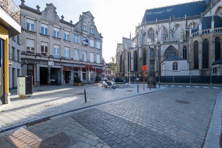 Het pand waarin café 't Glazen Huys is gevestigd staat te koop.