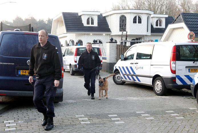 Maart 2011: de politie valt binnen op het woonwagenkamp aan de Heezerweg in Eindhoven.