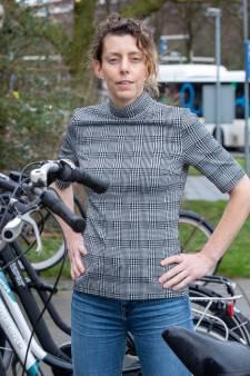 Myrthe verloor haar moeder door een fatale val met de fiets, nu pleit ze voor een helm: 'Het kan heel veel leed voorkomen'
