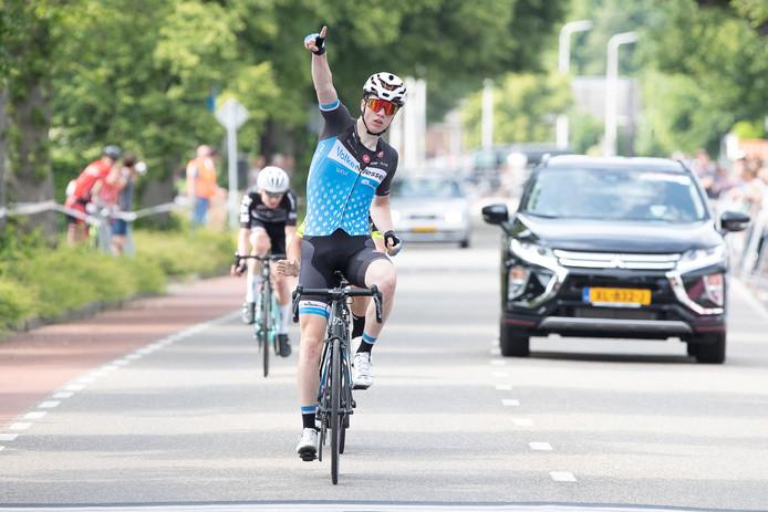 Max Kroonen kan in 2020 bij zijn ploeg VolkerWessels-Merckx op continentaal niveau rijden.