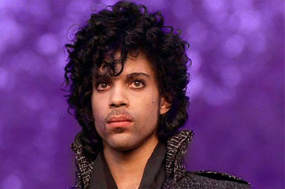 Prince in het bewuste jasje.