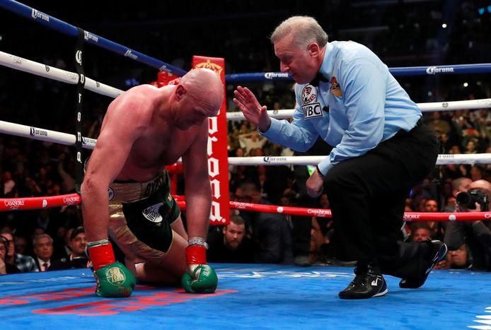 Fury was, hoewel twee keer naar de grond gewerkt, oppermachtig in het grootste deel van de wedstrijd.