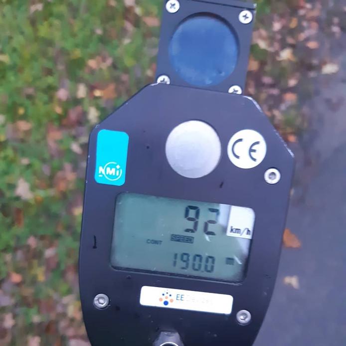 Bij een snelheidscontrole op de Westzoom in Lunteren reed een voertuig 92 kilometer per uur.