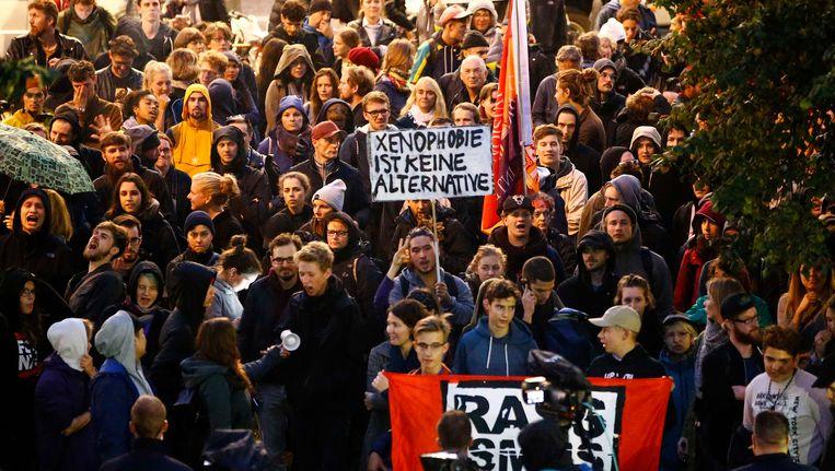 Verschilende mensen protesteren tegen AfD na de verkiezingen in Duitsland
