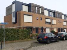 Expert maken balans op aan beschadigde woningen Vinkenbroek