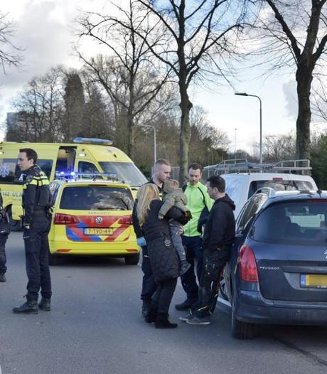 Kind honderden meters meegesleurd aan auto in Tilburg: geschrokken automobilisten weten het net te ontwijken