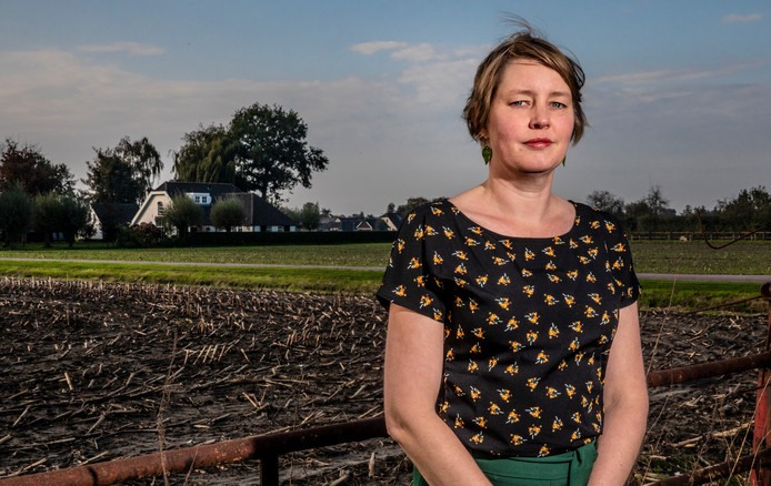 Annemarie van der Burg leidt de campagne om anoniem te tippen over mogelijke drugslabs in boerenschuren.