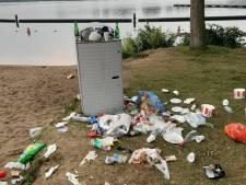 Buurtbewoners klaar met rommel Sloterstrand: 'Ik heb zelf extra kliko's gekocht'