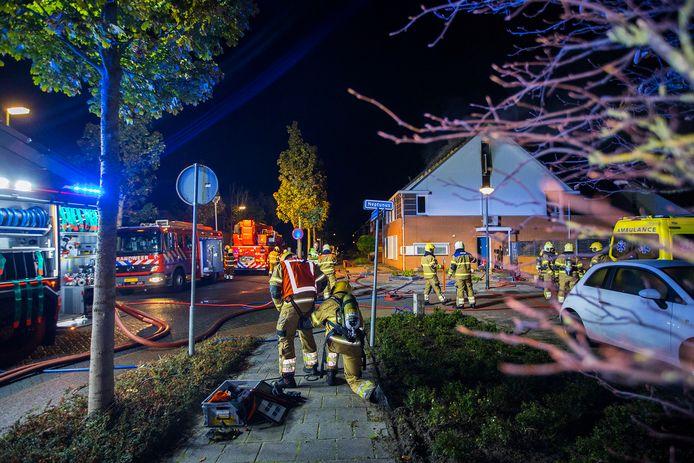 Meerdere hulpdiensten waren in de nacht van dinsdag op woensdag aanwezig bij de woningbrand aan de Planetenlaan in Schijndel.
