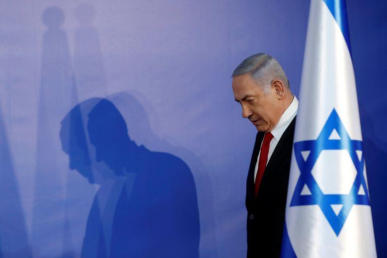 De Israëlische premier Benjamin Netanyahu voorafgaand aan zijn verklaring over de aanklacht. Beeld Reuters