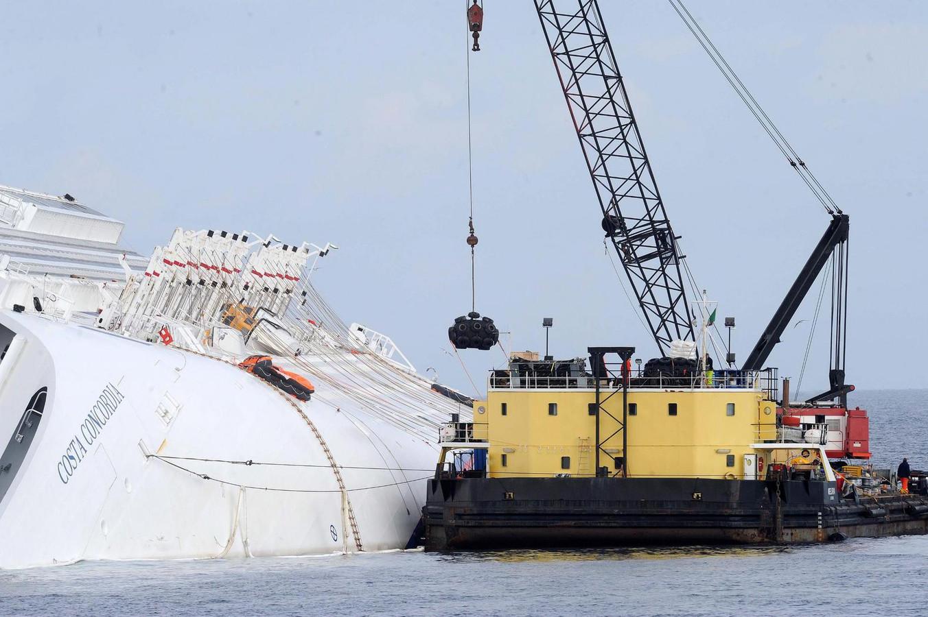 Smit Salvage is onder meer bekend vanwege het opruimen van het scheepswrak van de Italiaanse Costa Concordia