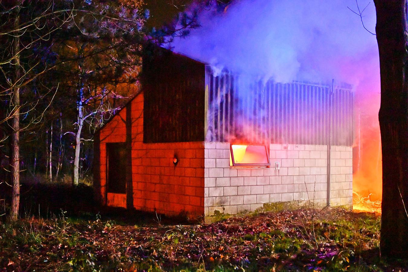 De brand brak rond 02.15 uit.